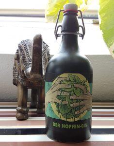 Der Hopfen-Gin von David Hertl, geschmacklich eher ein sanfter Grappa