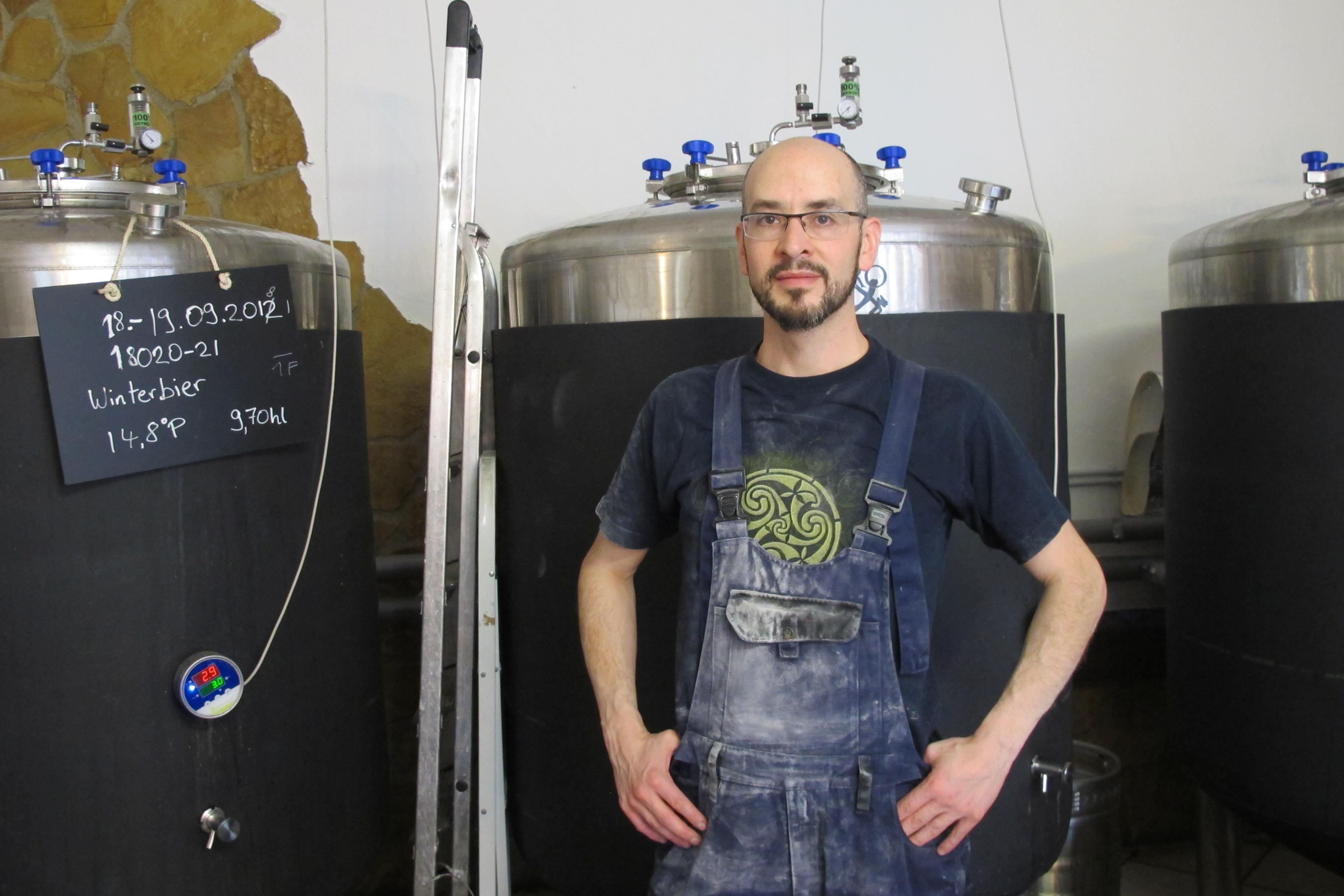 Santiago Javier Ramírez Aguilar in seinem Bierwerk Gerstenfux. Foto: Kerstin Fritzsche